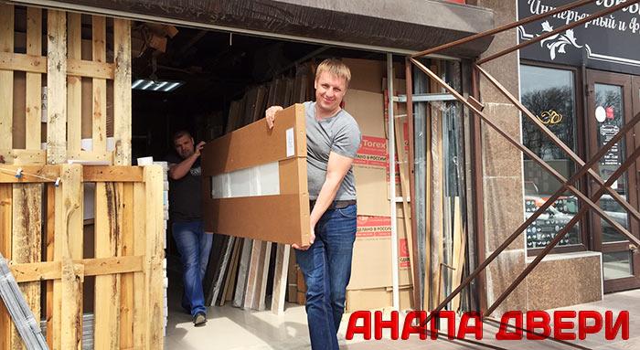 Забираем входную дверь с нашего склада в Анапе